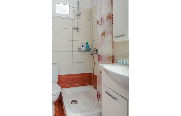 sarakinos-apartments-barbati-2bd50-bathroom-01