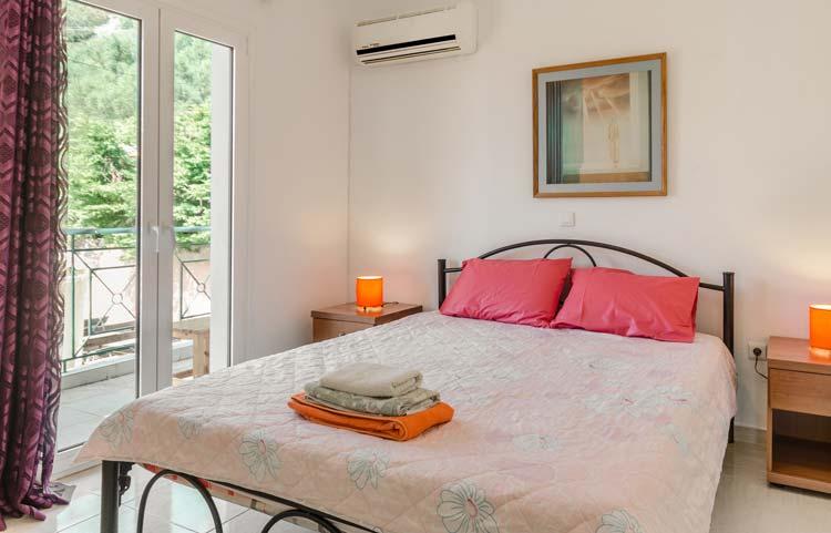 sarakinos-apartments-barbati-2bd55-bedroom-01