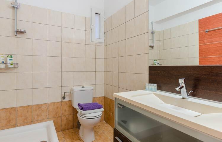 sarakinos-apartments-barbati-grf-bathroom-01
