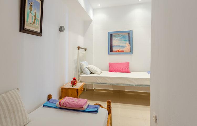 sarakinos-apartments-barbati-grf-bedroom-04